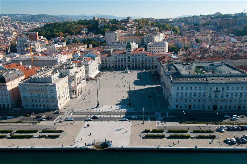 Trieste tour bus