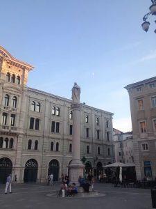 colonna carlo VI piazza unità d'italia trieste